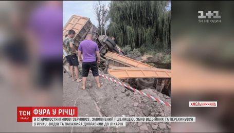В Хмельницкой области с моста слетел грузовик с двумя прицепами