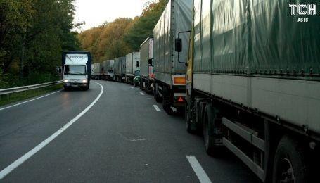 Українсько-польський кордон на Львівщині потопає у чергах
