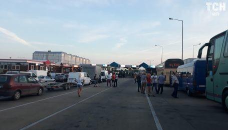 На границе с Польшей во Львовской области образовались очереди в сотни авто
