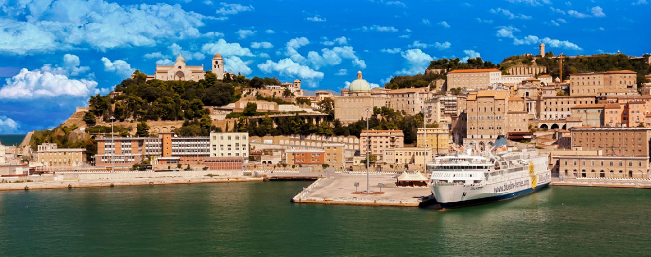 Рибний ринок та фонтан 13 фавнів: чим приваблює курортна Анкона в Італії