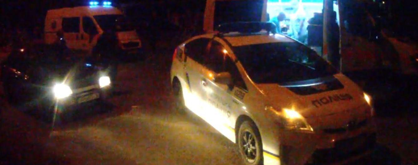 """""""Училась водить"""". В Запорожье 17-летняя девушка сбила двух пешеходов и врезалась в авто патрульных"""