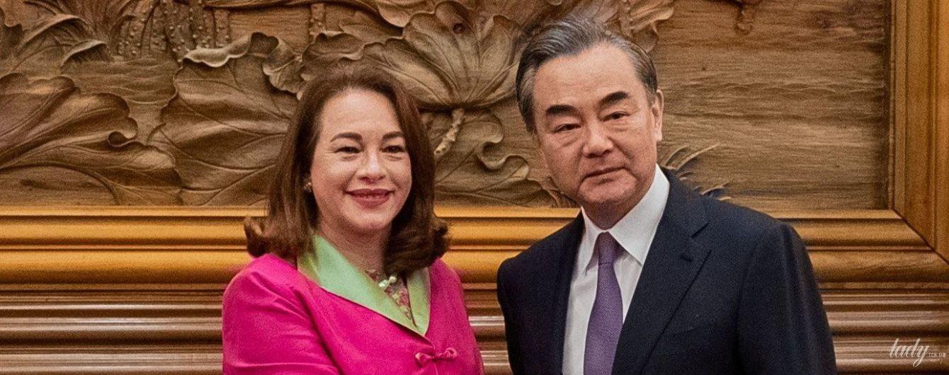 Голова Генеральної асамблеї ООН прийшла на зустріч у жакеті кольору фуксії