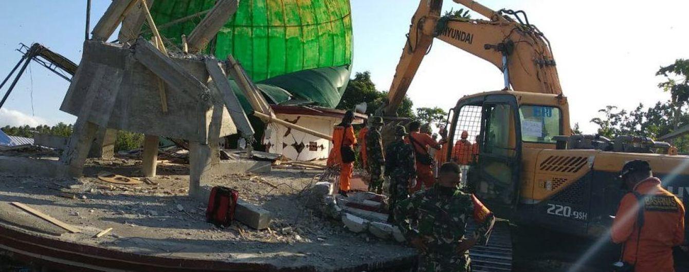 Количество жертв землетрясения в Индонезии приблизилось к 400