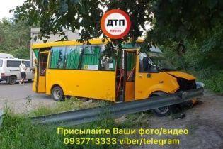 Под Киевом не разминулись фура и маршрутка