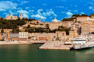 Рыбный рынок и фонтан 13 фавнов: чем привлекает курортная Анкона в Италии
