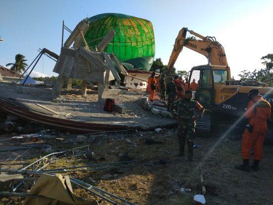 Кількість жертв землетрусу в Індонезії наблизилась до 400