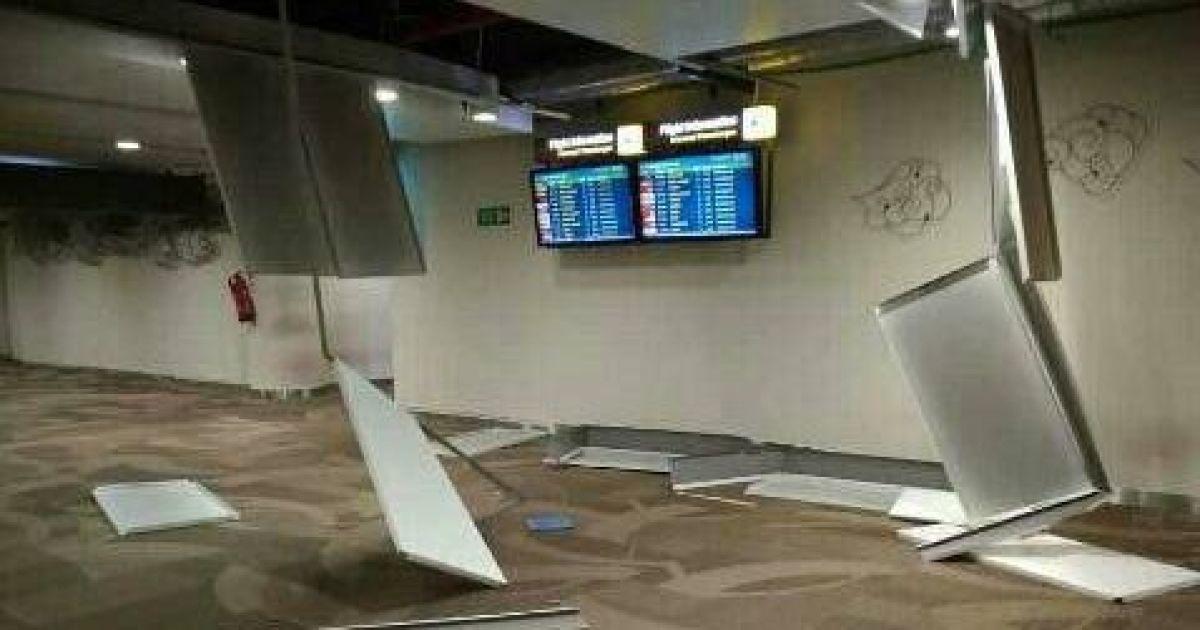 Повреждения в терминале аэропорта Ломбока