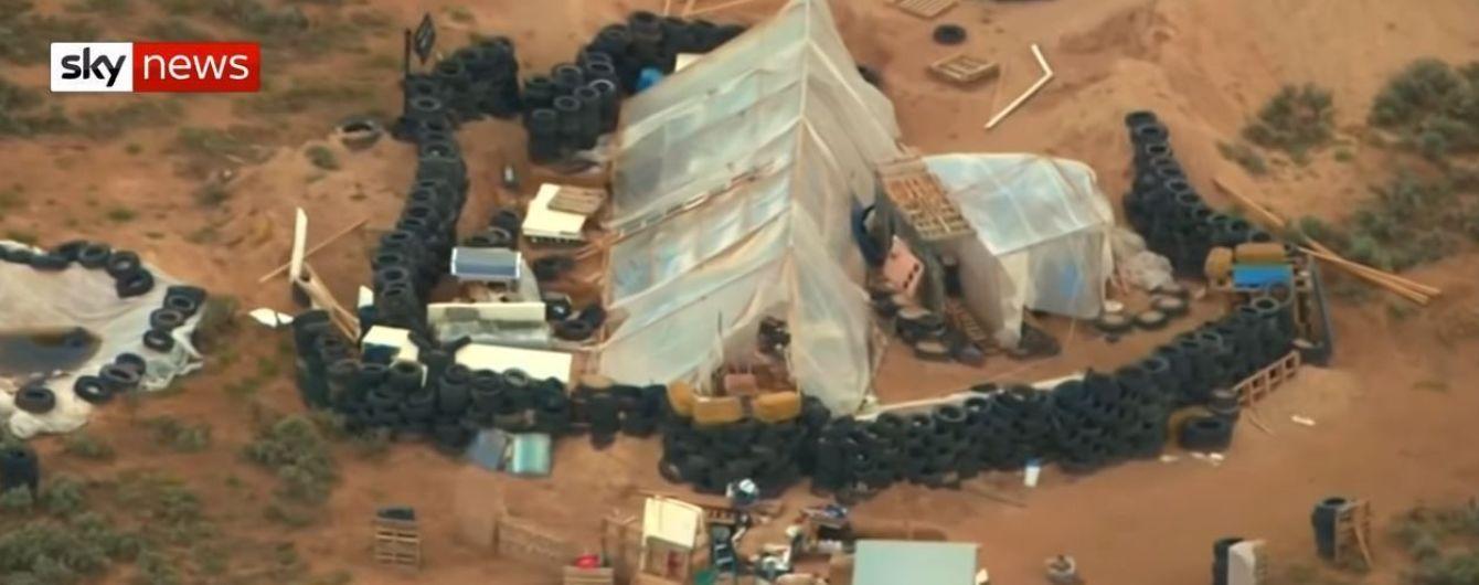 В пустыне Нью-Мексико обнаружили бункер с 11 детьми, которые страдали от голода и жажды