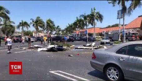 В Калифорнии маленький самолет упал на автостоянку, погибли пятеро