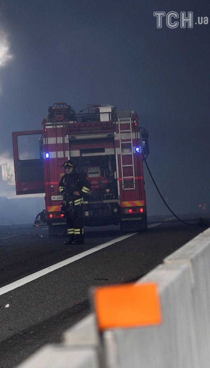 Вибух біля аеропорту у Болоньї: обвалилась естакада, десятки людей постраждали, є загиблі