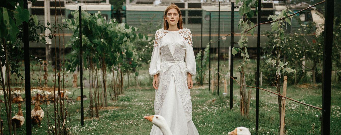Волани, корсети та вишивка: лукбук капсульної колекції суконь від бренду 2KOLYORY