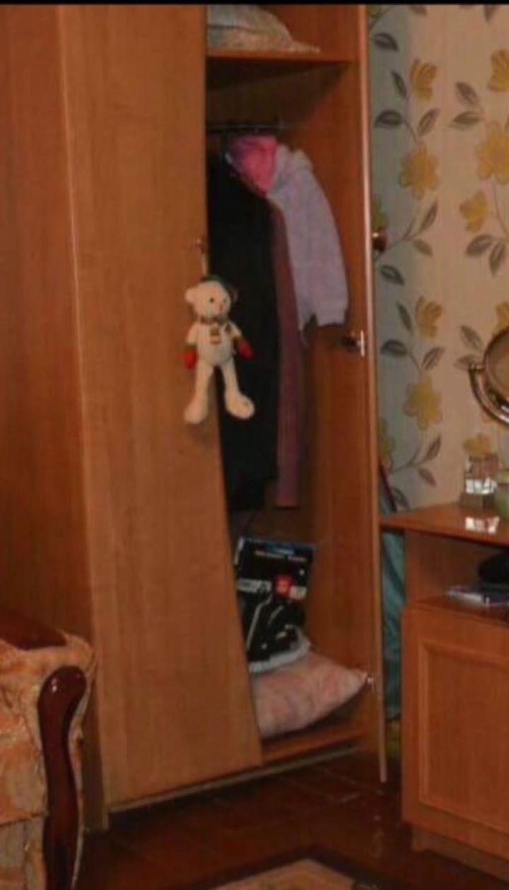На Львівщині у шафі знайшли тіло жінки із численними ножовими пораненнями