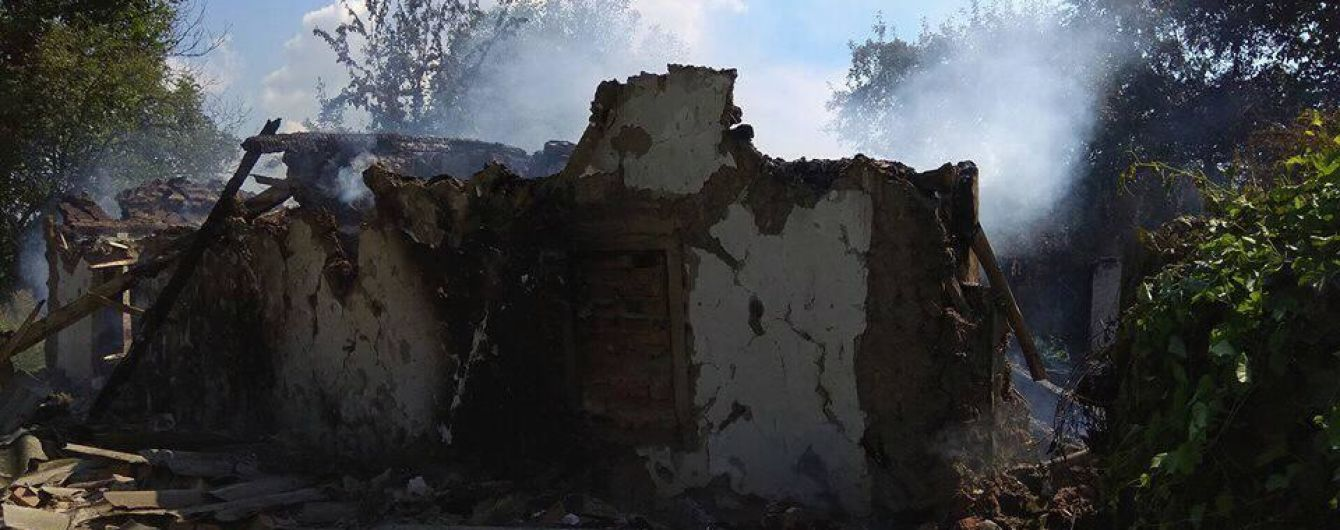 На Полтавщине пенсионерка подожгла сарай. Когда его начали тушить, она подожгла дом с газовым баллоном