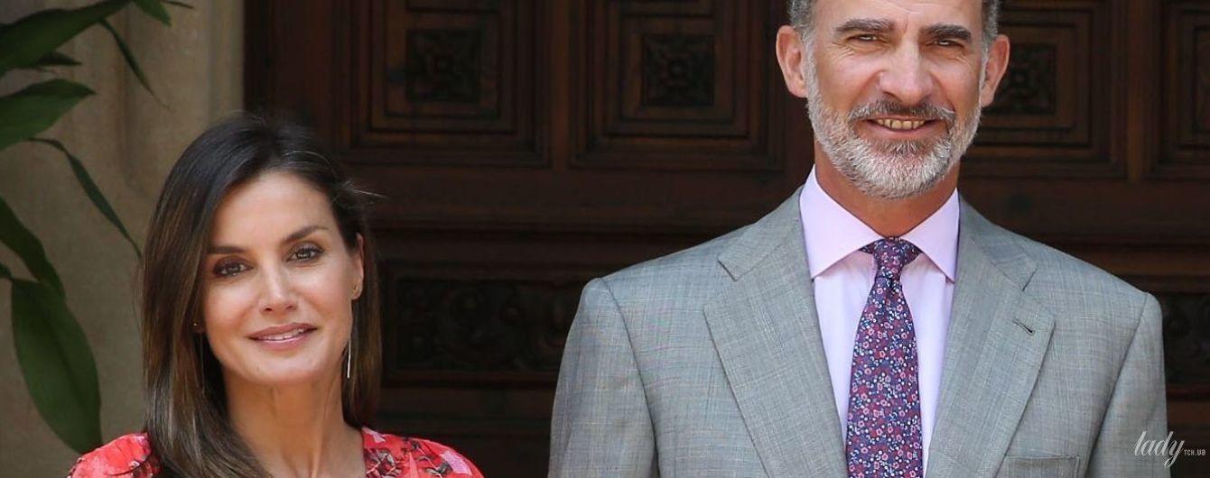 В яскравій сукні та з легким макіяжем: королева Летиція відвідала прийом у палаці