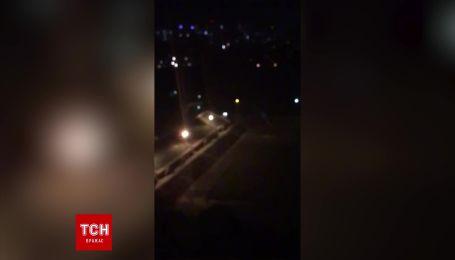 У Києві вночі невідомі влаштували катання стадіоном НАУ: автівку евакуювали