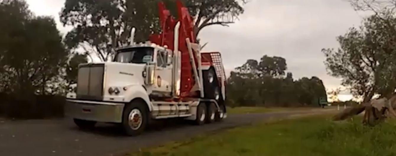 У мережі показали вантажівку з причепом, який трансформується