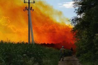 На Дніпропетровщині стався витік азотної кислоти, трасу оповила червоно-помаранчева хмара