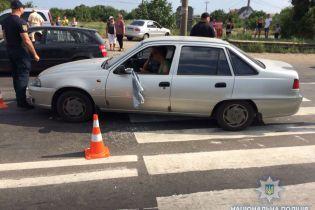 На Одещині автомобіль в'їхав у натовп мітингувальників, постраждав поліцейський