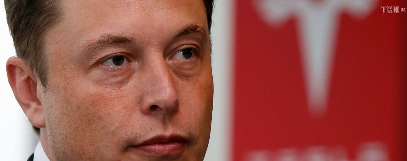 На Маска подали до суду за заяви про можливий викуп Tesla