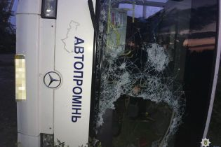 На Дніпропетровщині легковик влетів у рейсовий автобус: двоє загиблих, 13 постраждалих