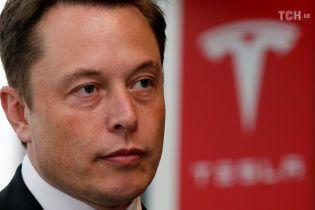 На Маска подали в суд из-за заявления о возможном выкупе Tesla