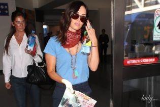 У футболці і міні-шортах: Меган Фокс заскочили в аеропорту