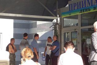 """У поліції розповіли про судову тяганину між університетом """"Україна"""" та підприємством"""