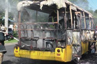 У Чернігові під час руху спалахнула маршрутка з пасажирами