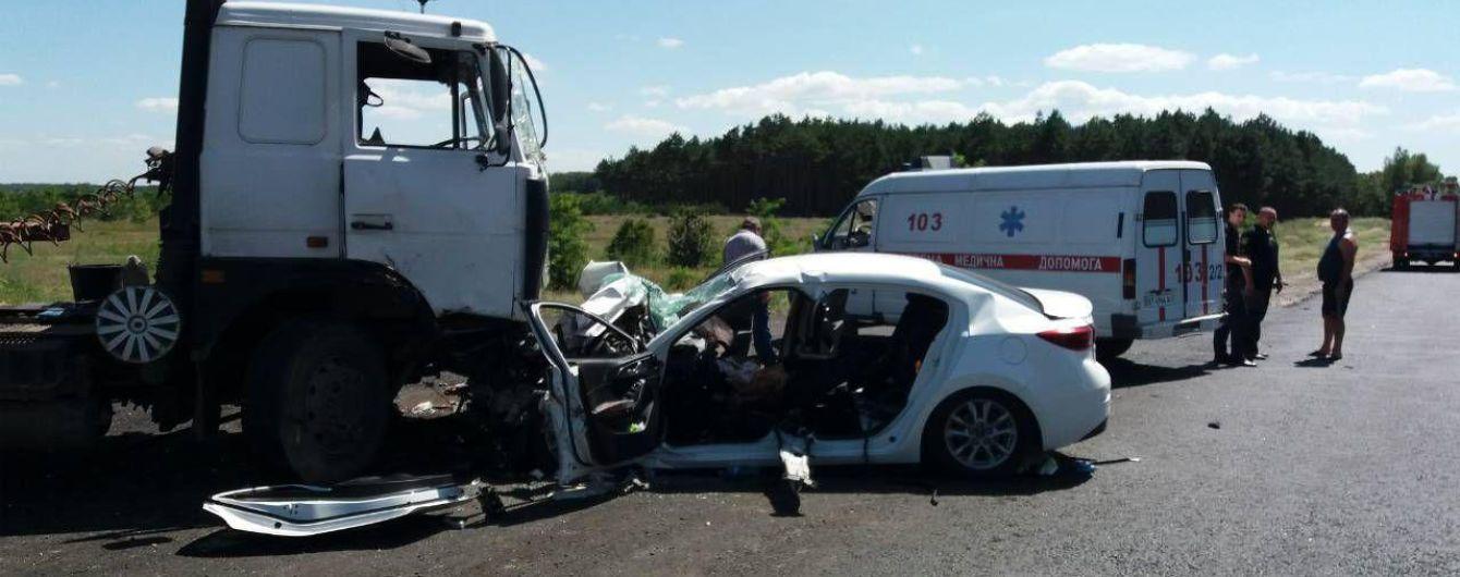 На Херсонщине легковушка протаранила припаркованную фуру – погибли двое детей