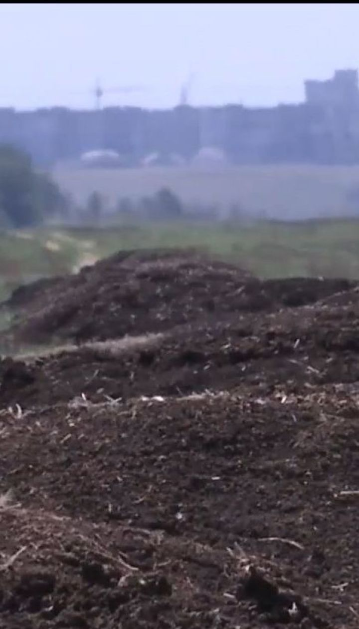 Жители Херсона жалуются на вонь с поля, куда выбрасывает отходы производства птицефабрика
