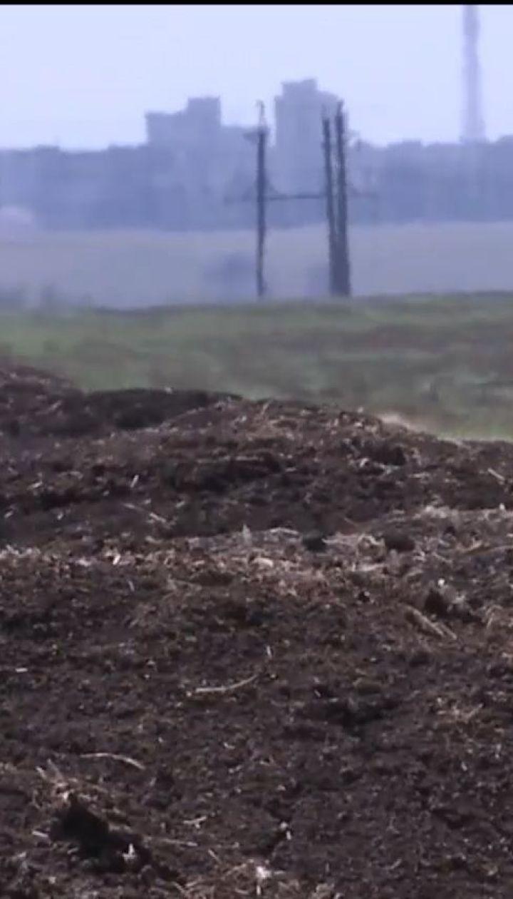Жителі Херсона скаржаться на сморід з поля, куди викидає відходи виробництва птахофабрика