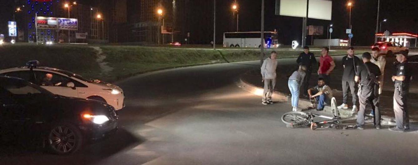 В Киеве пьяный водитель в BMW на модных номерах сбил велосипедиста