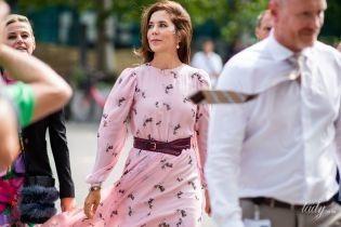 В красивом и прозрачном платье: кронпринцесса Мэри на модном мероприятии