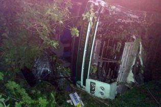 На Дніпропетровщині легковик протаранив автобус із працівниками підприємства, постраждали 15 осіб
