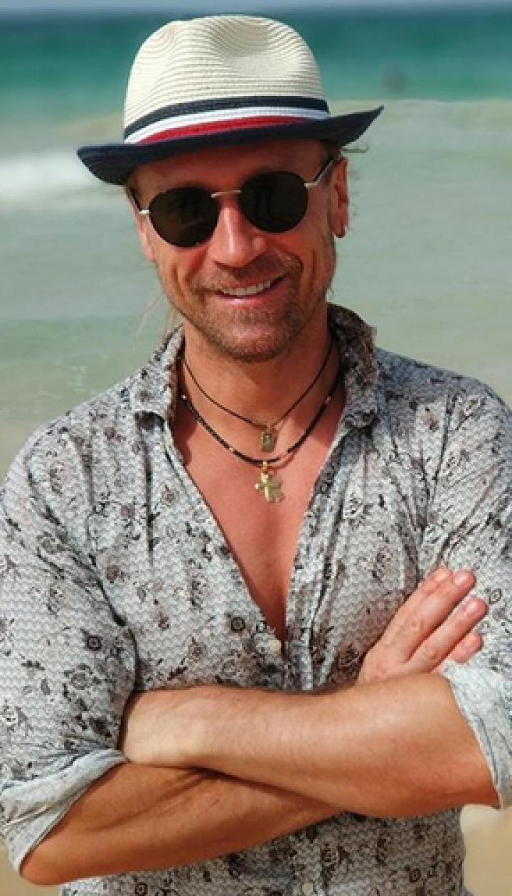 Мокрый и сексуальный: Олег Винник показал, как осваивал серфинг