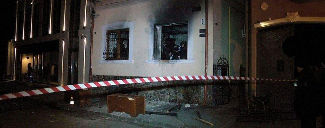 """СБУ затримала підозрюваного в організації підриву будівлі """"Товариства угорської культури"""" в Ужгороді"""