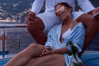 В бикини и с любимым: Джей Ло отдыхает в Италии