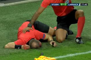 Арбитру матча Лиги Европы разбили голову банкой от пива