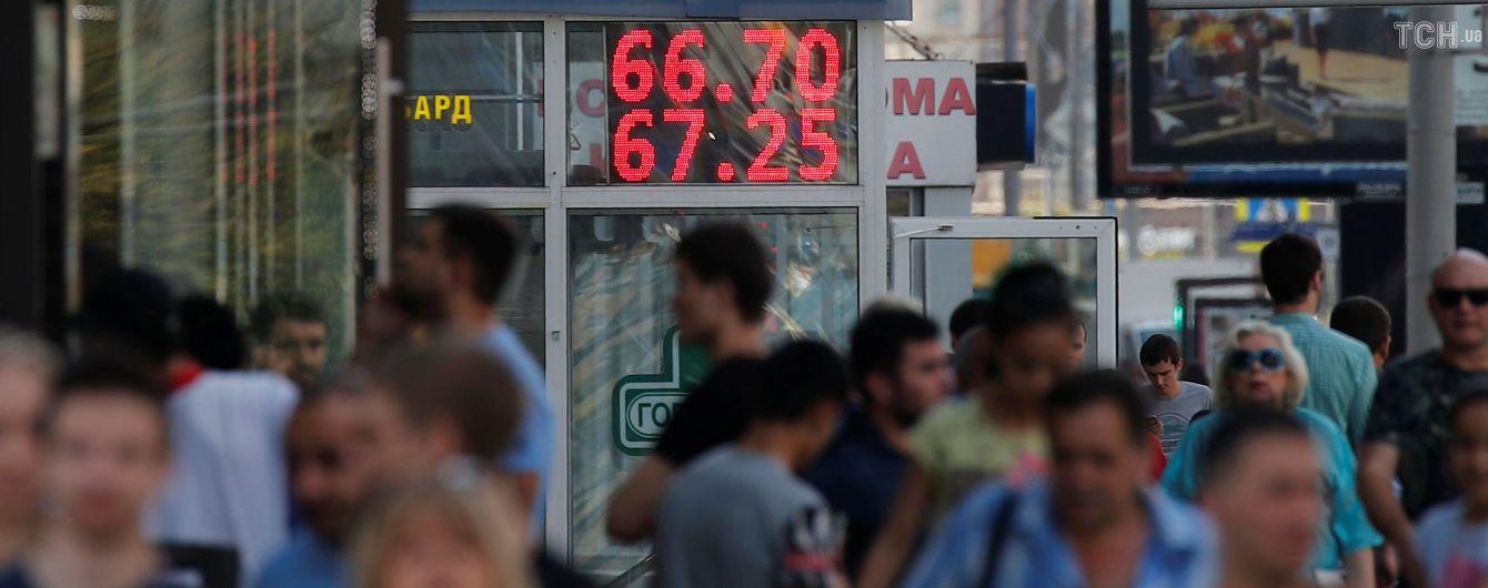 """Фондовый рынок России и рубль дружно завершают неделю в """"минусах"""""""