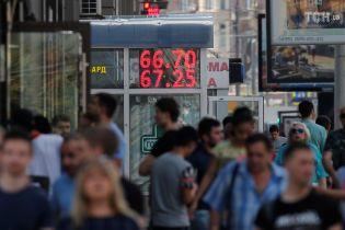 """""""Чтобы не мозолили глаза"""". В России запретили показывать курсы валют на уличных табло"""