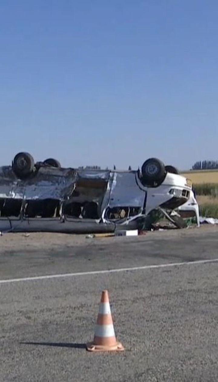 На Запоріжжі вантажівка врізалася у маршрутку з дітьми, є загиблі