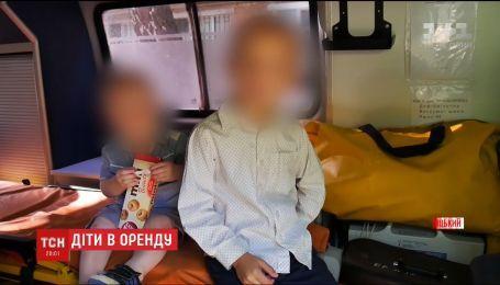 В Хмельницком женщина хотела сдать двух сыновей в аренду для попрошайничества