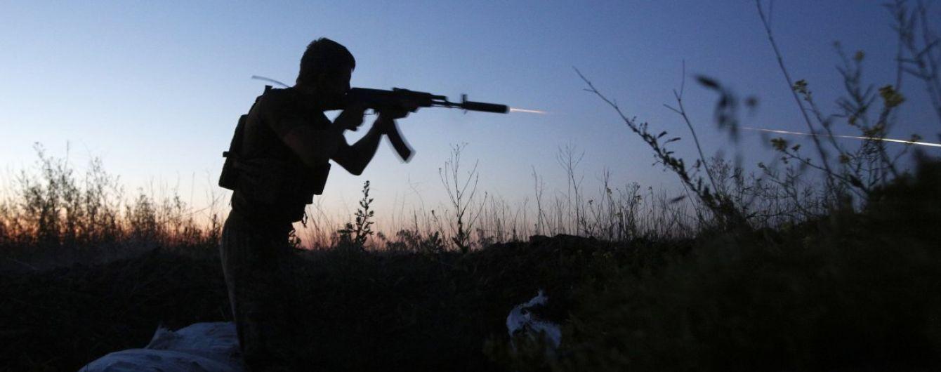Террористы стреляют из минометов и гранатометов, боец ООС ранен