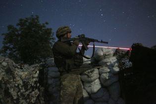 """Бойовики з БМП та """"важких"""" мінометів обстріляли позиції українських військових на Донбасі"""