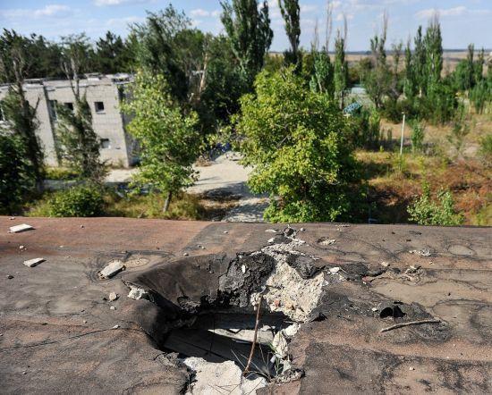 Терористи обстріляли медпункт та пункт гумдопомоги на Донбасі