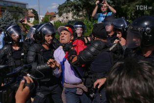 У Румунії поліція жорстко розігнала багатотисячний антиурядовий мітинг: понад 200 постраждалих