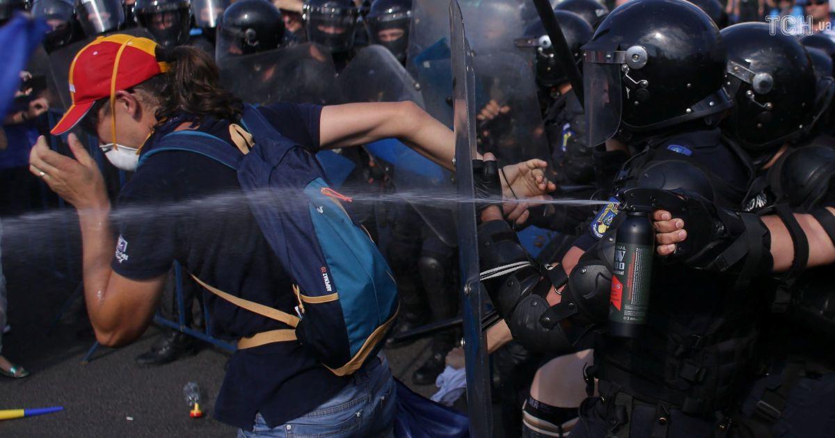 В Румынии полиция жестко разогнала многотысячный антиправительственный митинг: более 200 пострадавших