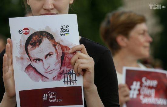 Російські тюремники заявили, що Сенцова не переводили до реанімації