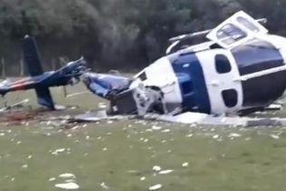 В Бразилии вертолет с губернатором одного из штатов врезался в футбольное поле