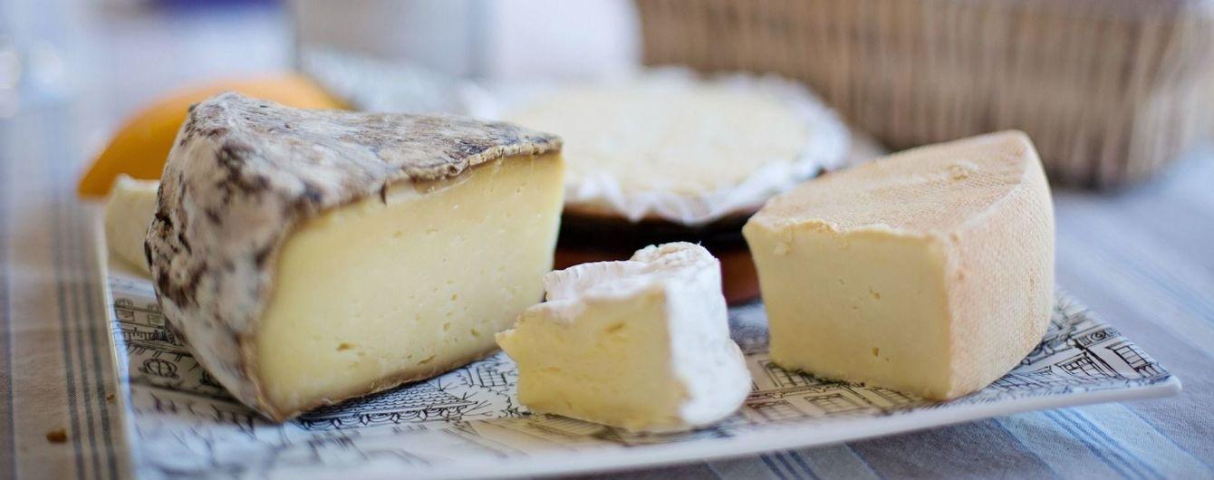 Українці стали їсти більше дорогого імпортного сиру